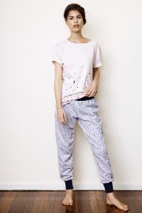 T-shirt & track pants